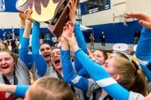 VIU Mariners Women's Volleyball team gold at nationals